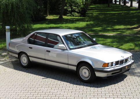 BMW 750i, E32